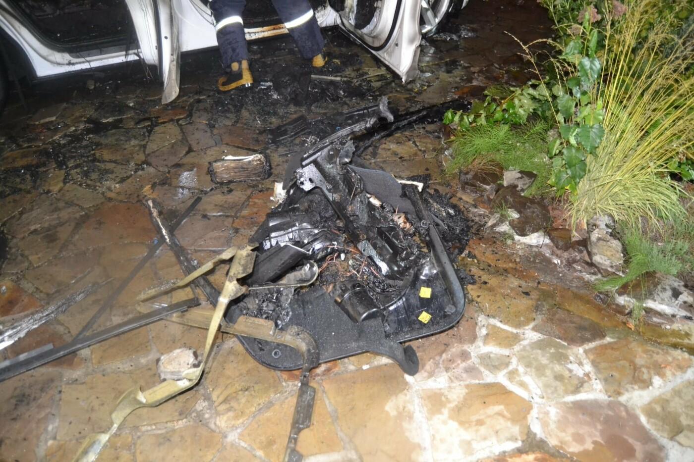 У Рівному згоріла елітна автівка (ФОТО) , фото-2