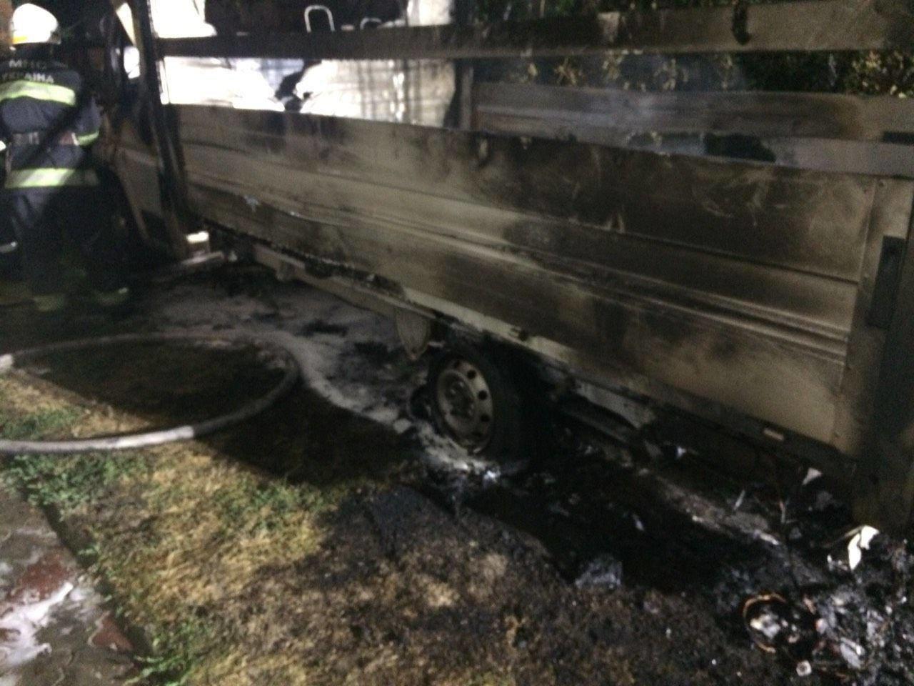 Уночі на Рівненщині згорів мікроавтобус (ФОТО), фото-1