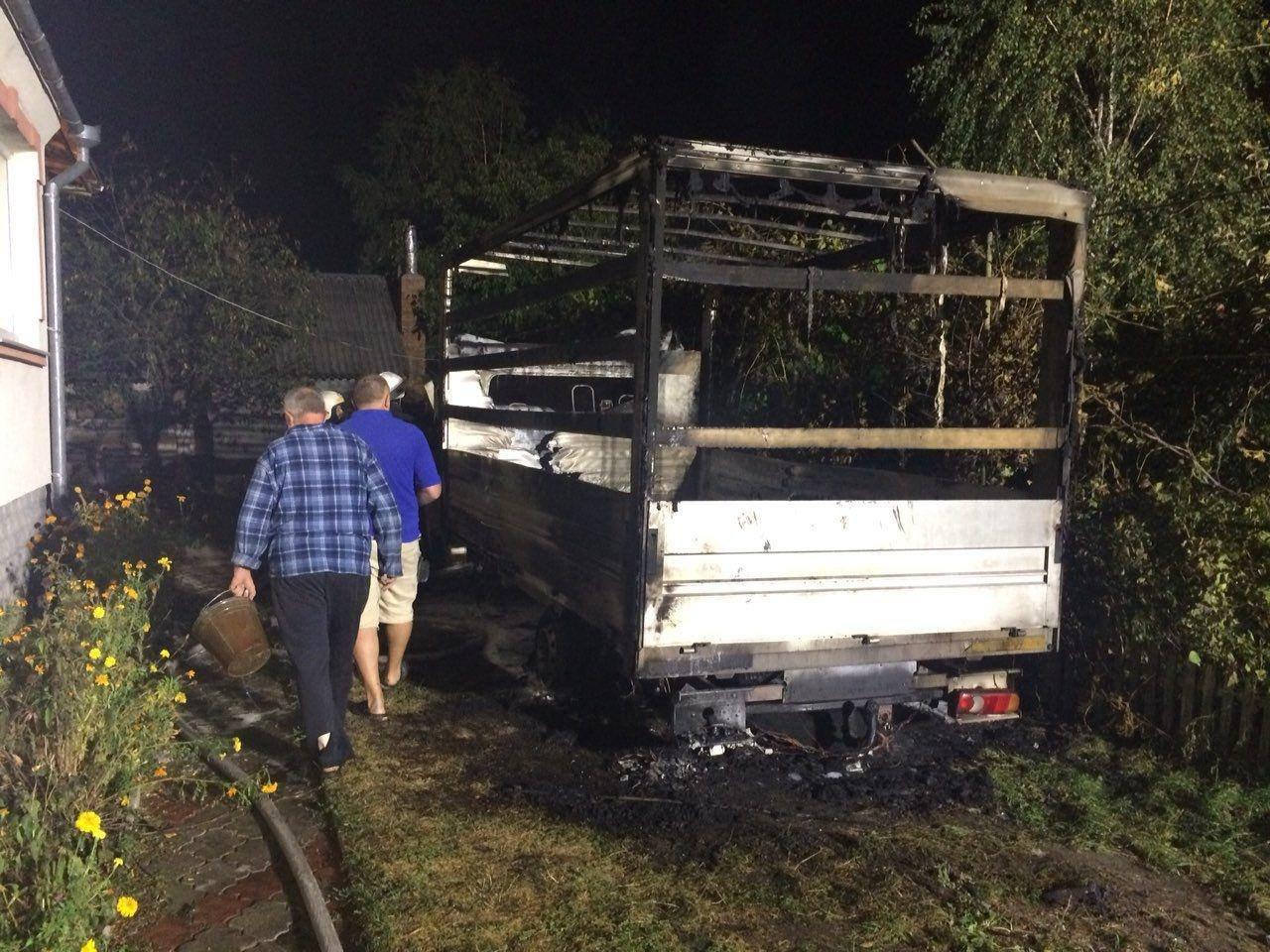 Уночі на Рівненщині згорів мікроавтобус (ФОТО), фото-2