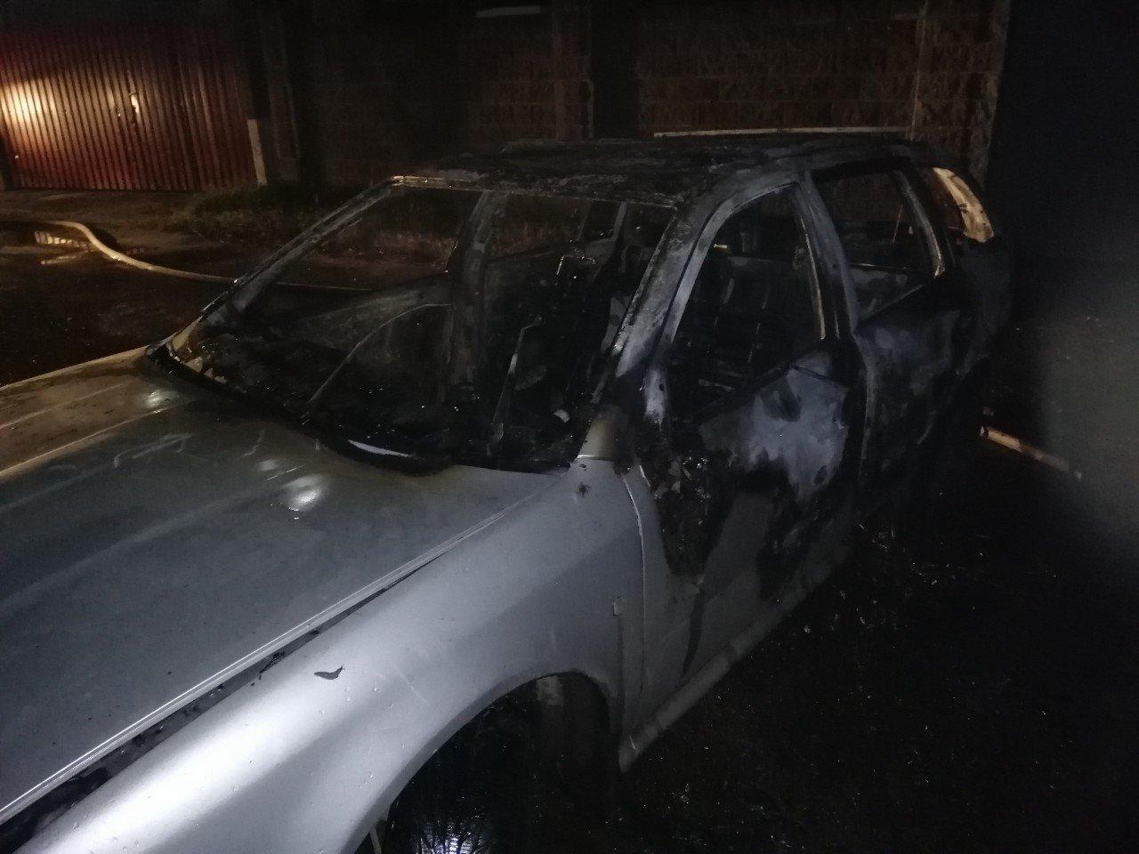 Нічна пожежа на Рівненщині: авто згоріло майже вщент (ФОТО) , фото-2