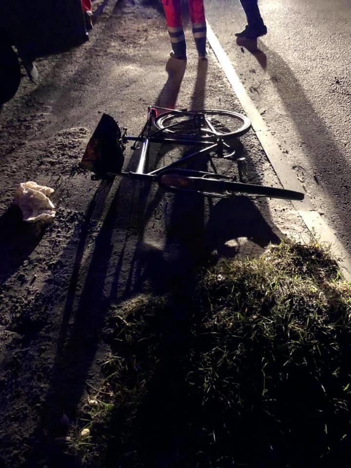 """""""Байдуже на кров, аби на роботу не запізнитися"""": у Рівному знайшли пораненого велосипедиста (ФОТО), фото-3"""