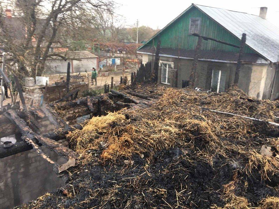 Пожежа на Рівненщині знищила господарче приміщення та одну тонну соломи, фото-1