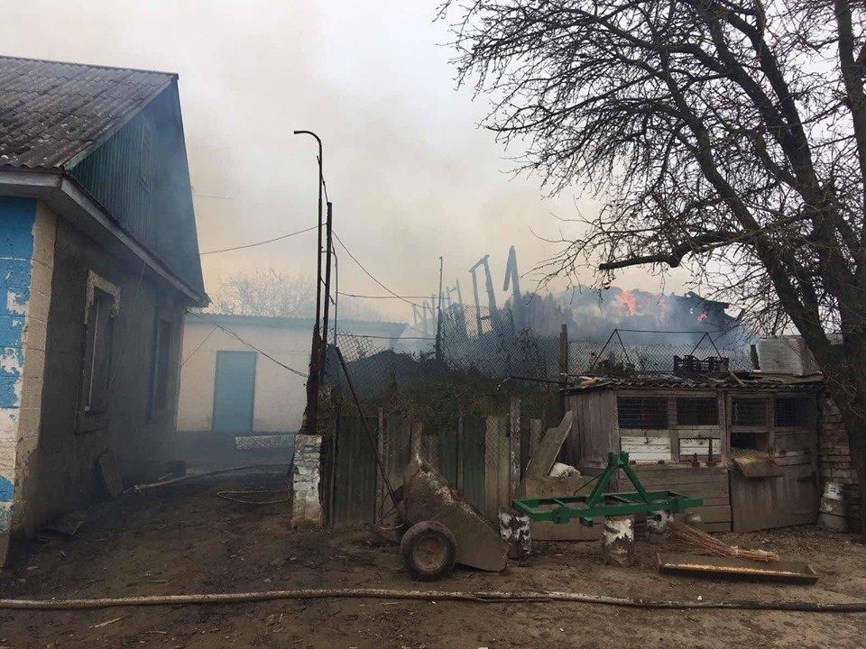 Пожежа на Рівненщині знищила господарче приміщення та одну тонну соломи, фото-2
