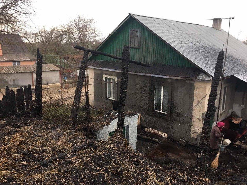 Пожежа на Рівненщині знищила господарче приміщення та одну тонну соломи, фото-3
