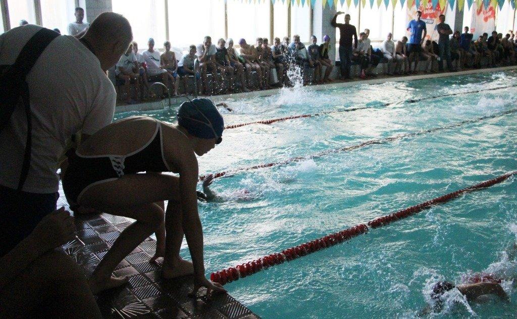 В Рівному дитячий чемпіонат з плавання присвятили воїнам, які загинули в АТО (ФОТО), фото-1