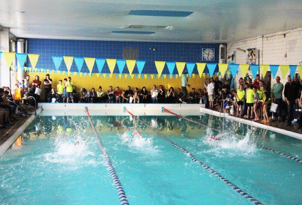В Рівному дитячий чемпіонат з плавання присвятили воїнам, які загинули в АТО (ФОТО), фото-2
