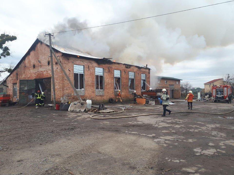 У селі Вересневе поблизу Рівного палає промислова будівля (ФОТО,ВІДЕО), фото-3