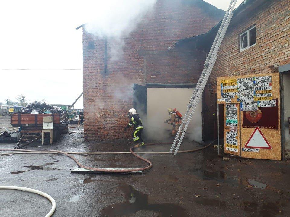 У селі Вересневе поблизу Рівного палає промислова будівля (ФОТО,ВІДЕО), фото-4