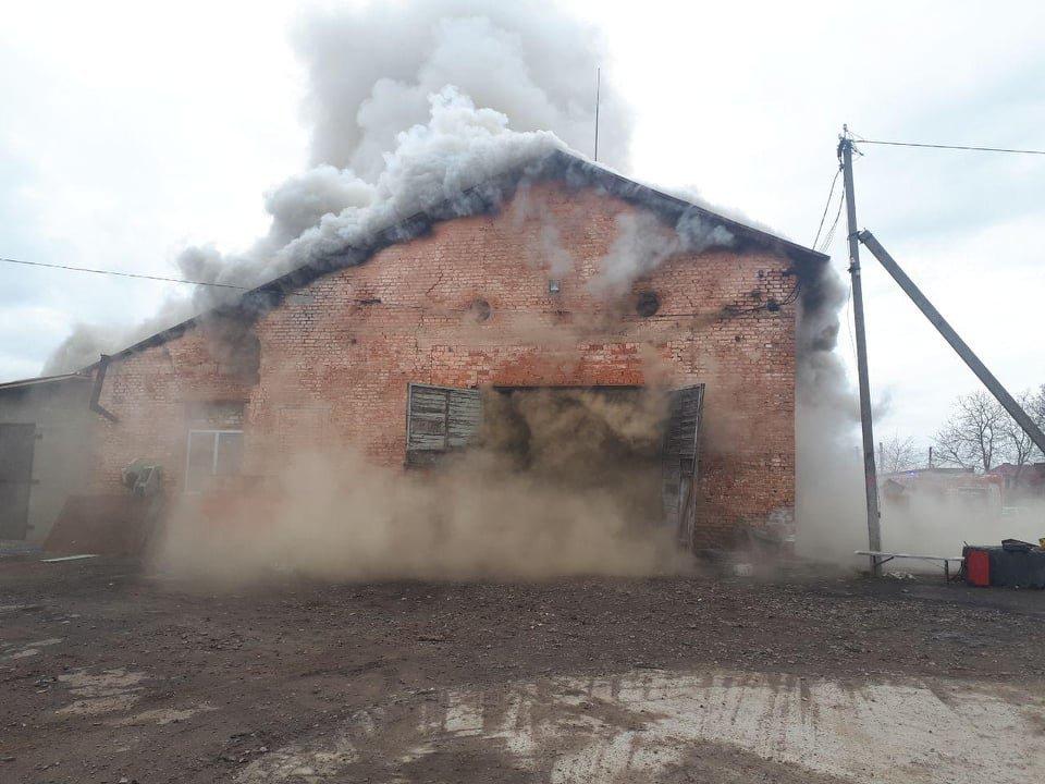 У селі Вересневе поблизу Рівного палає промислова будівля (ФОТО,ВІДЕО), фото-5