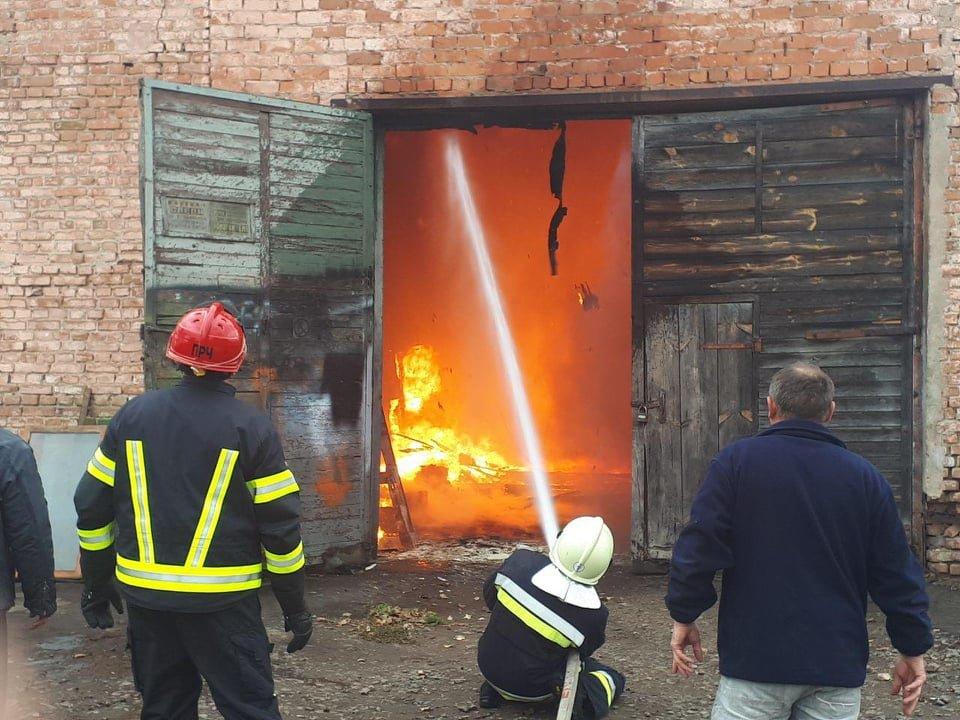 У селі Вересневе поблизу Рівного палає промислова будівля (ФОТО,ВІДЕО), фото-7