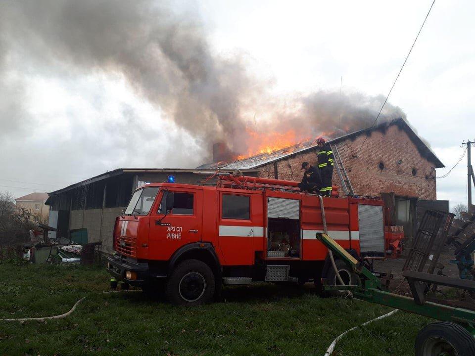У селі Вересневе поблизу Рівного палає промислова будівля (ФОТО,ВІДЕО), фото-8