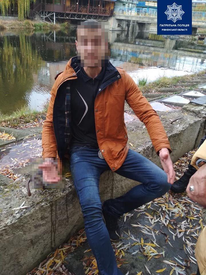 У Рівному п'яний молодик намагався втопитися в Усті через кохану (ФОТО), фото-1