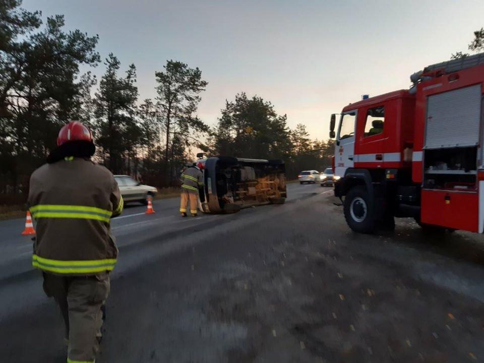 Перекинувся з невідомих причин: на Рівненщині рятівники надавали допомогу після ДТП (ФОТО), фото-5