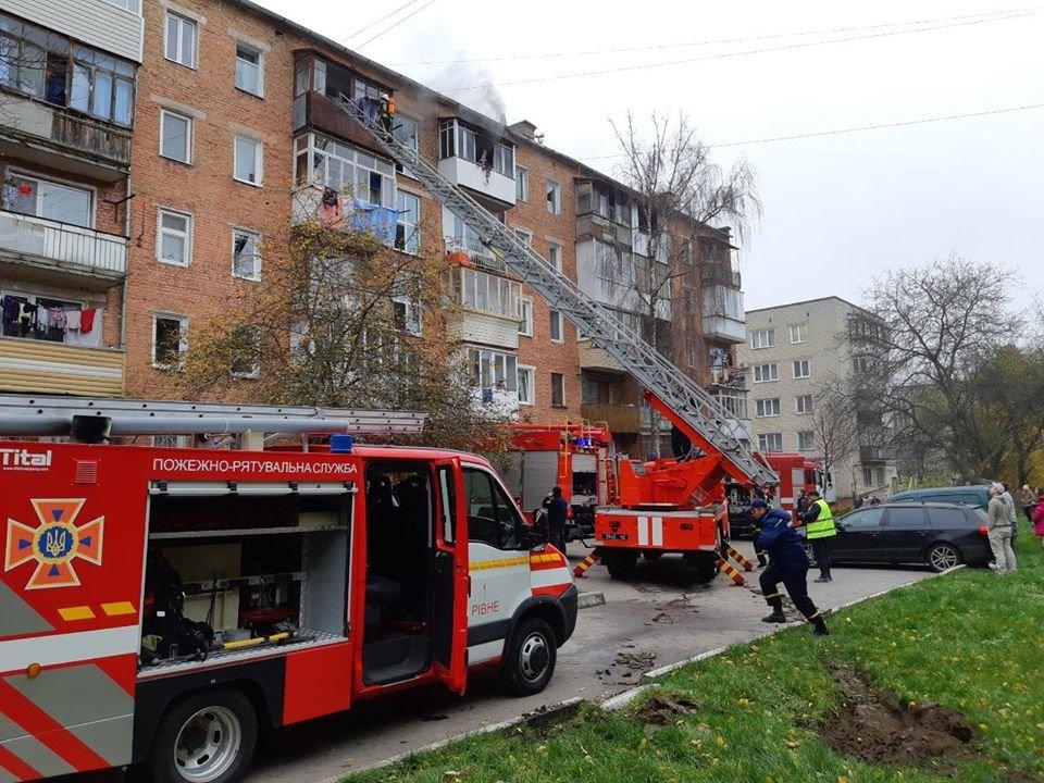 У Рівному горіла п'ятиповерхівка: вогнеборці рятували людей (ФОТО, ВІДЕО), фото-2