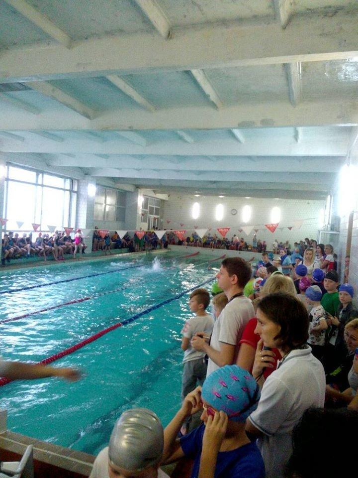 256 юних хлопців та дівчат з'ясовуватимуть у Рівному, хто кращий плавець, фото-3