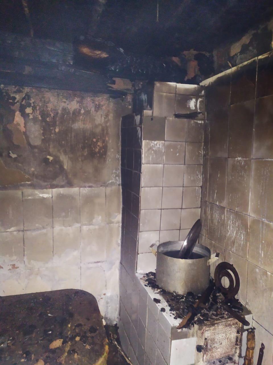Корецький район: вогнеборці ліквідували пожежу в літній кухні (ФОТО), фото-1