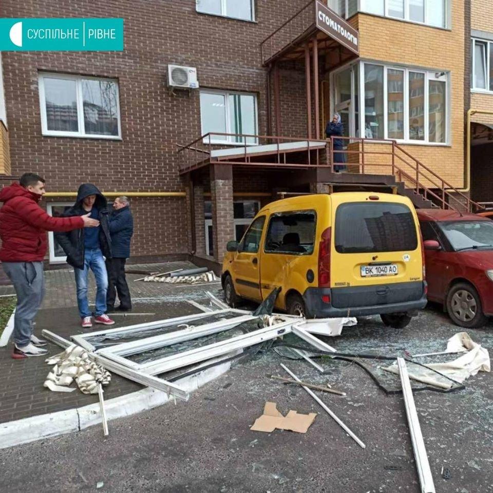 У Рівному на Соборній стався вибух у будинку (ФОТО), фото-2