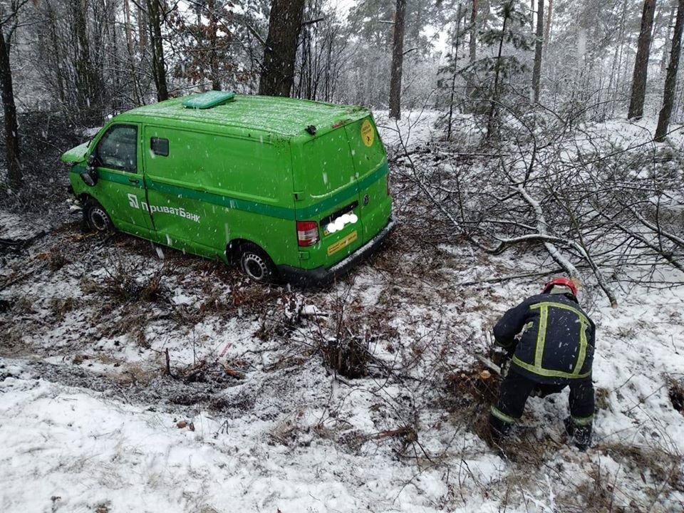 Через негоду: на Рівненщині дві ДТП в двох різних районах майже одночасно (ФОТО), фото-5