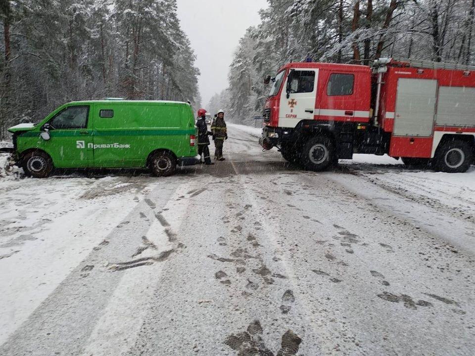 Через негоду: на Рівненщині дві ДТП в двох різних районах майже одночасно (ФОТО), фото-7
