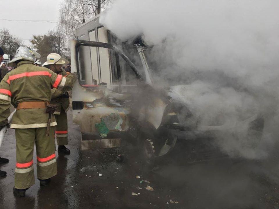 На Рівненщині сталася пожежа у вантажівці, що продавала хліб (ФОТО), фото-1