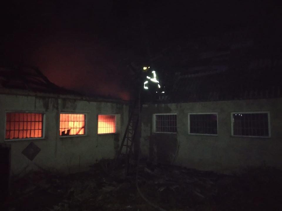 У Здолбунові через пожежу у будівлі згорів дах (ФОТО), фото-1