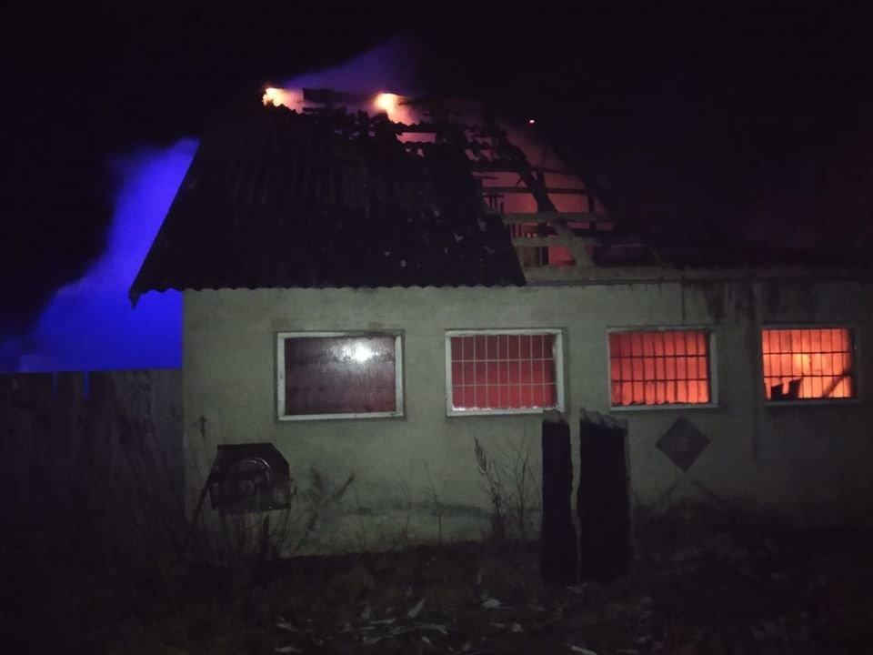 У Здолбунові через пожежу у будівлі згорів дах (ФОТО), фото-2