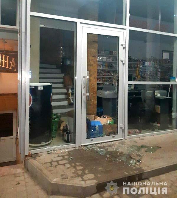 За крадіжку з продуктового магазину в Рівному затримали двох чоловіків (ФОТО), фото-1