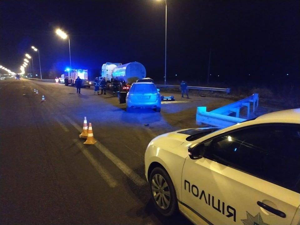На Гощанщині ДТП: легковик зіткнувся з вантажівкою (ФОТО), фото-1