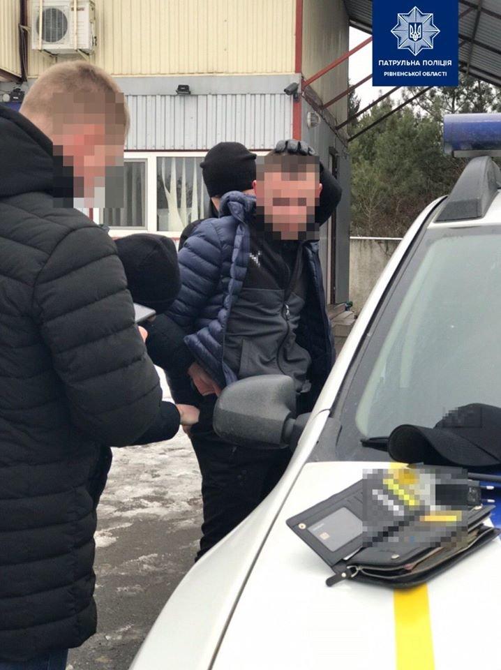 Рівненські патрульні затримали чоловіка причетного до вбивства (ФОТО), фото-1