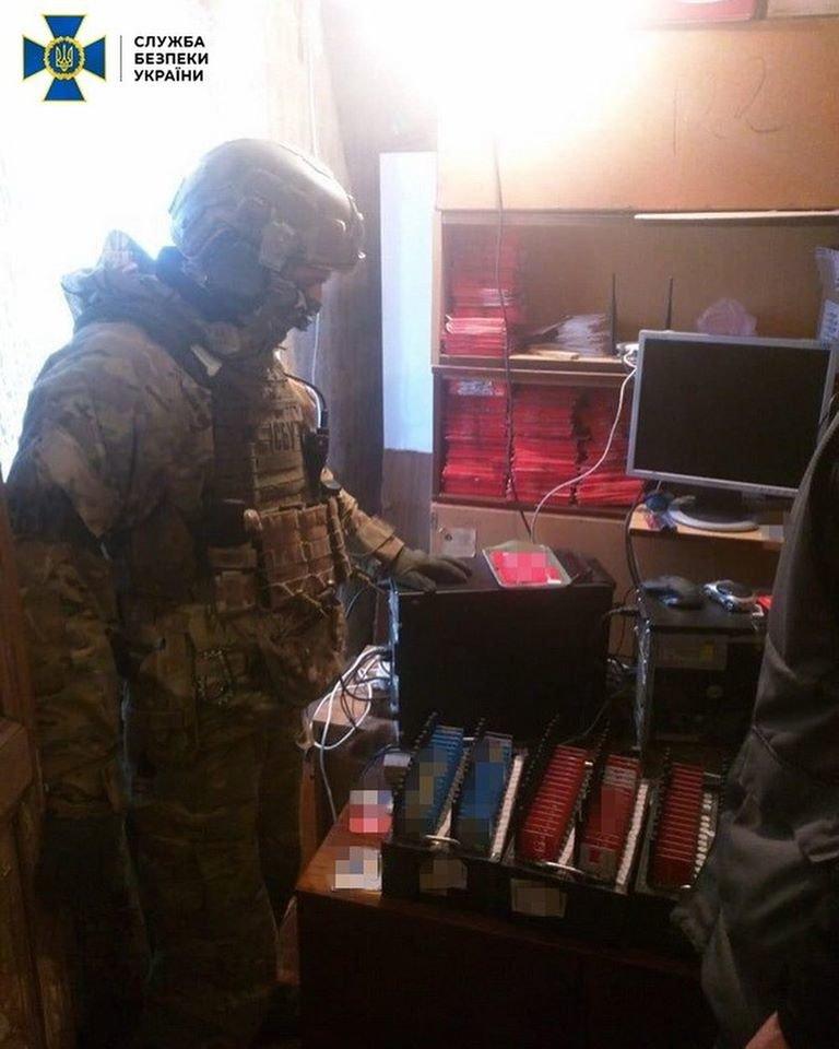 В Дубні «накрили» мережу російських «ботоферм». Загалом вилучили понад 22 тисячі SIM-карток (ФОТО), фото-1