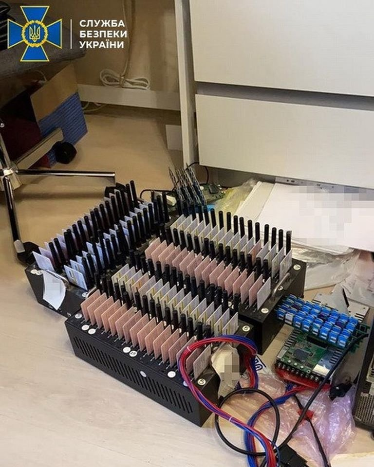В Дубні «накрили» мережу російських «ботоферм». Загалом вилучили понад 22 тисячі SIM-карток (ФОТО), фото-7