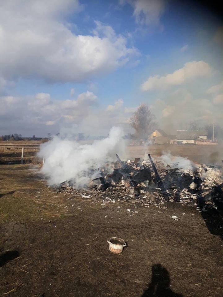 На Дубенщині вогонь знищив будівлю повністю: лишився один попіл (ФОТО), фото-1