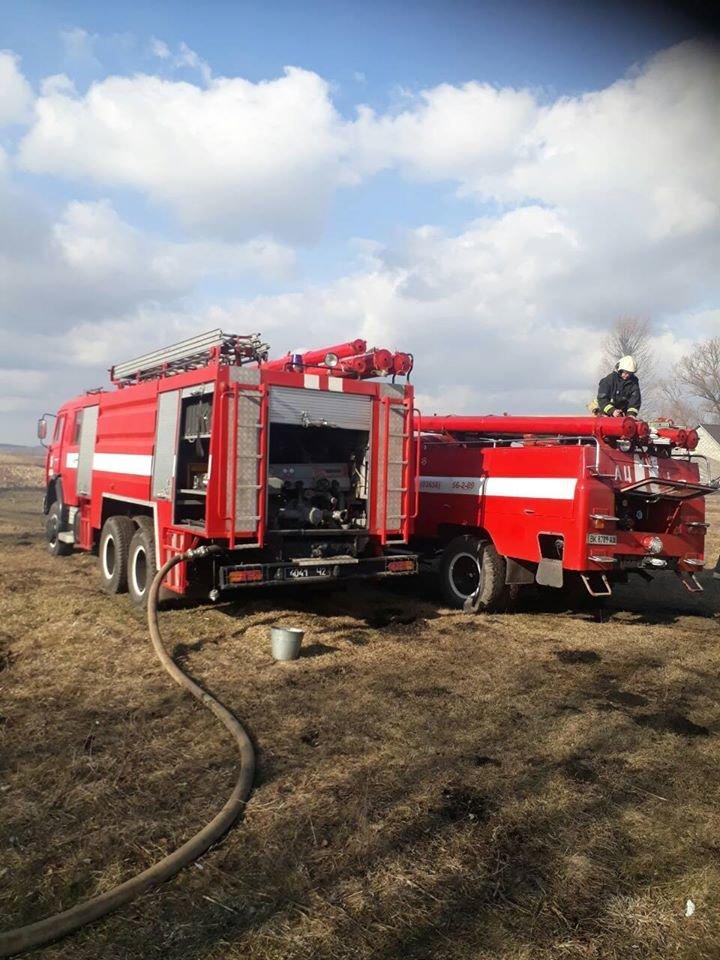 На Дубенщині вогонь знищив будівлю повністю: лишився один попіл (ФОТО), фото-2