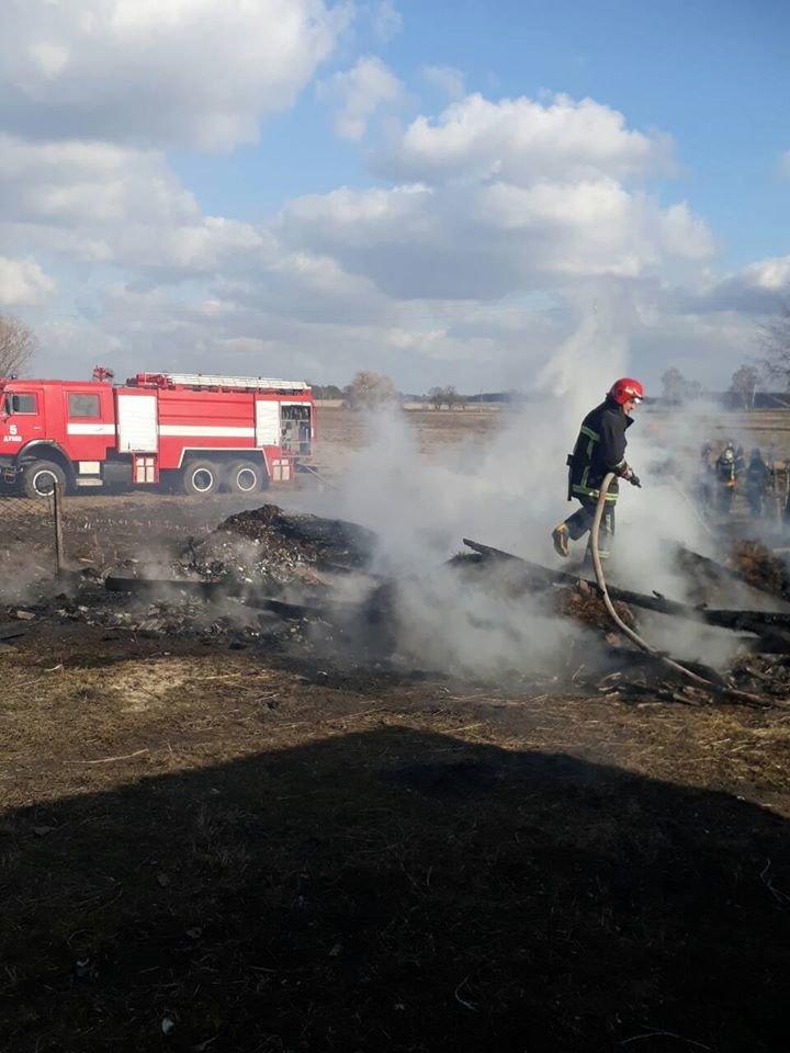 На Дубенщині вогонь знищив будівлю повністю: лишився один попіл (ФОТО), фото-3