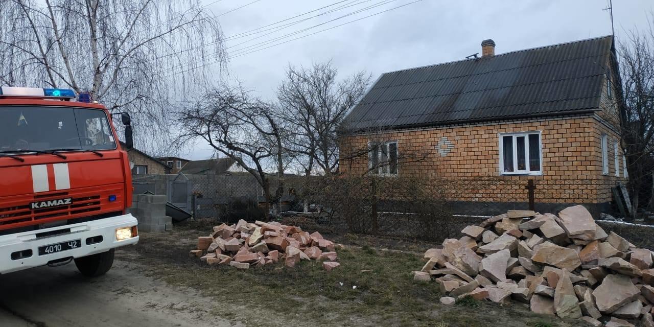 На Сарненщині вогнеборці врятували будинок від пожежі: вогонь встиг пошкодити лише стіну (ФОТО), фото-2