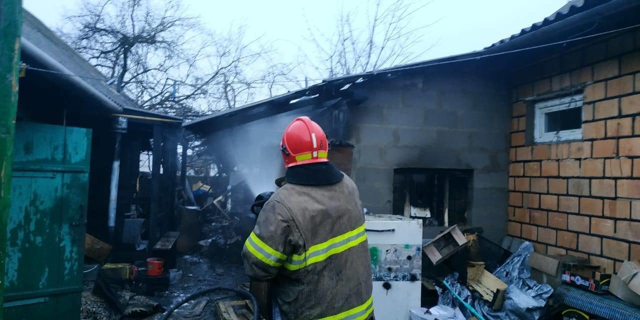 На Сарненщині вогнеборці врятували будинок від пожежі: вогонь встиг пошкодити лише стіну (ФОТО), фото-3