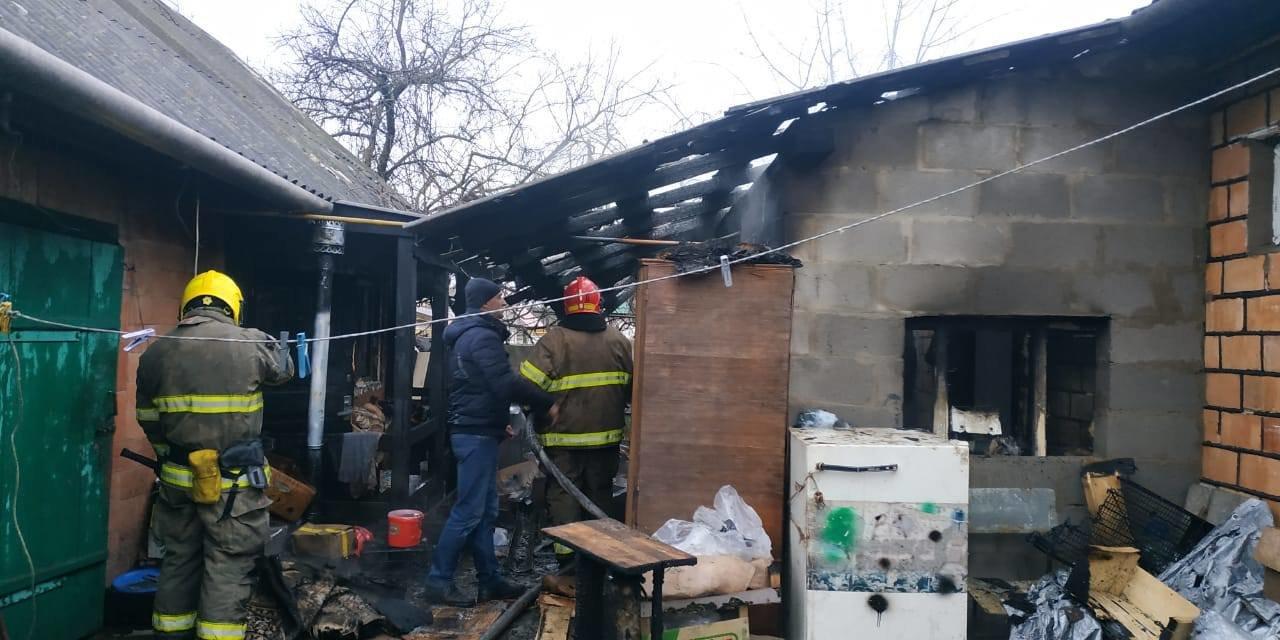 На Сарненщині вогнеборці врятували будинок від пожежі: вогонь встиг пошкодити лише стіну (ФОТО), фото-4