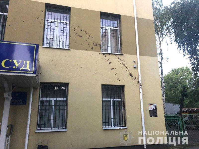 Облив стіни суду фекаліями: На дубенщині чоловік сам прийшов до поліції аби зізнатися в хуліганстві (ФОТО), фото-2