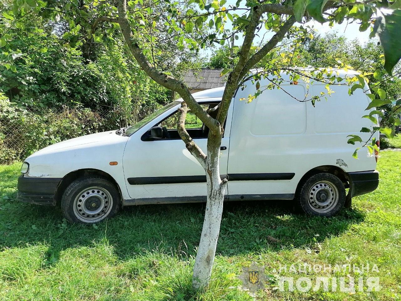 У Гощі чоловік припаркував автівку поруч роботи, коли ж повернувся, не виявив автомобіль, фото-1
