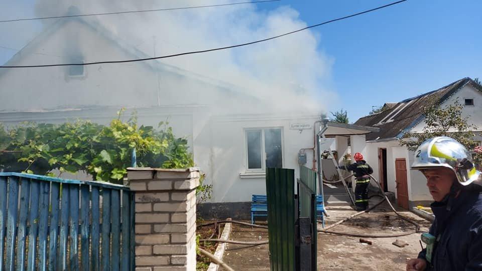 У Тинному пожежу в будинку намагаються загасити рятівники (ФОТО), фото-1