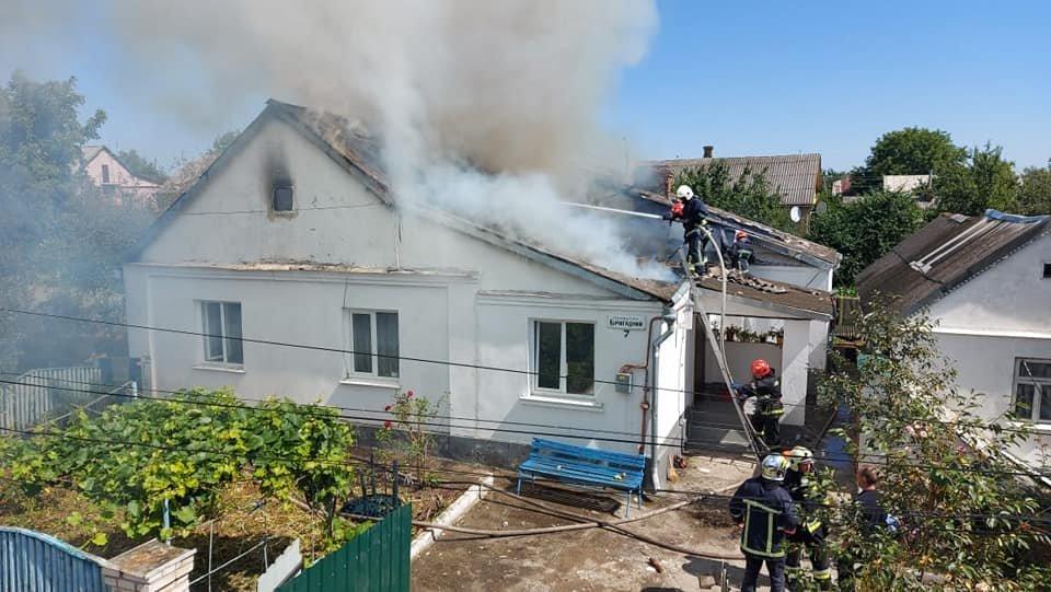 У Тинному пожежу в будинку намагаються загасити рятівники (ФОТО), фото-2