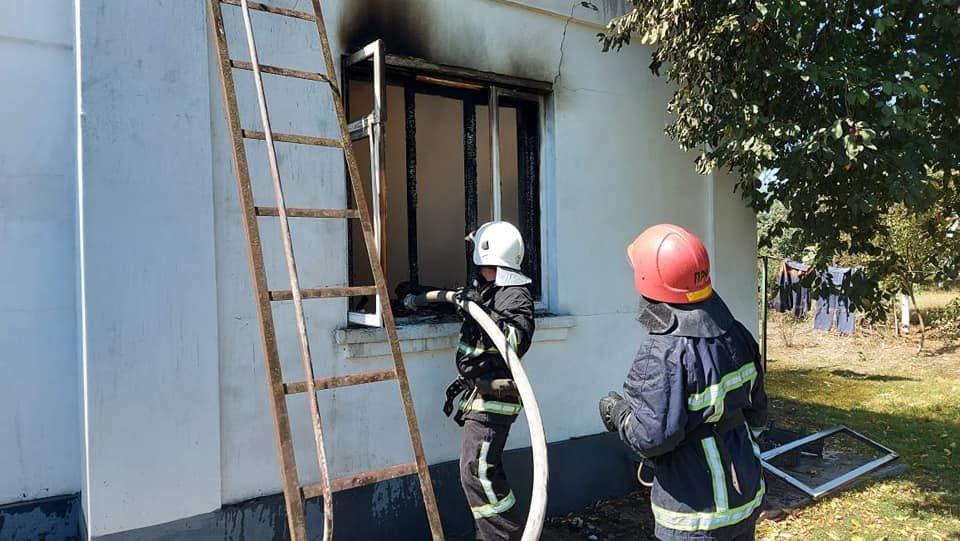 У Тинному пожежу в будинку намагаються загасити рятівники (ФОТО), фото-3