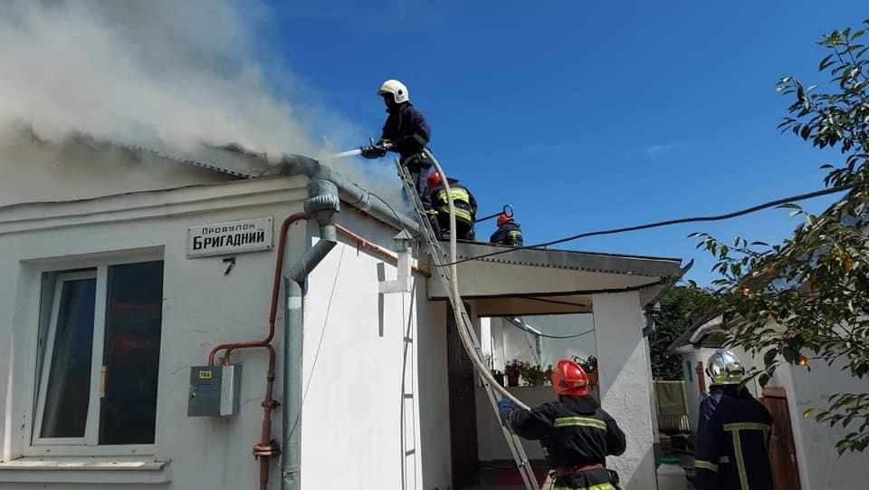 У Тинному пожежу в будинку намагаються загасити рятівники (ФОТО), фото-4