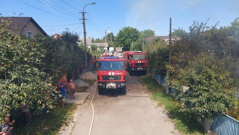 У Тинному пожежу в будинку намагаються загасити рятівники (ФОТО), фото-7