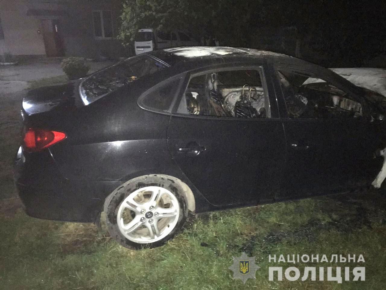 Вночі у Здолбунові невідомі підпалили іномарку: автівка згоріла повністю (ФОТО), фото-1