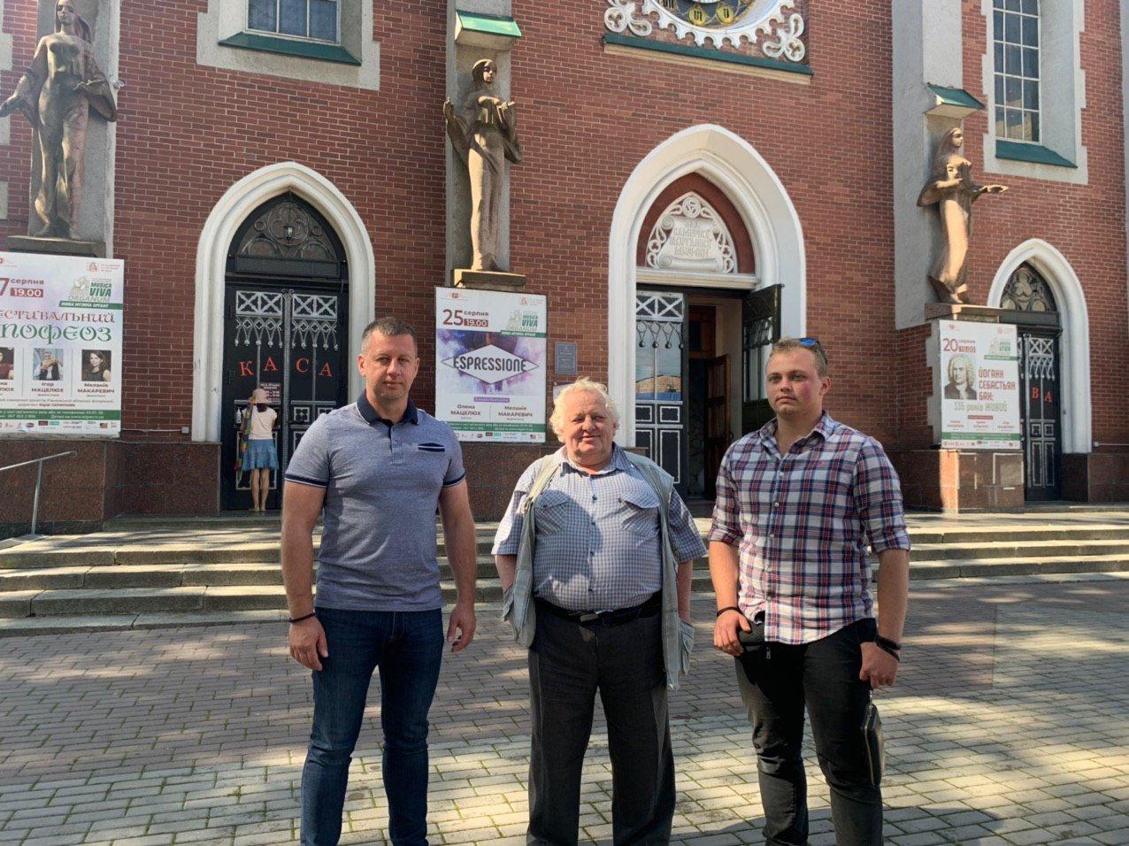 У Рівному відреставрували баштовий годинник на фасаді обласної філармонії, фото-1