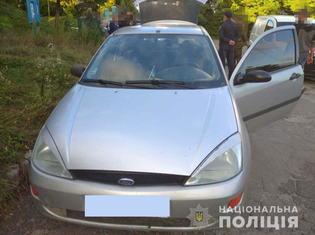 На Острожчині патрульні зупинили авто та виявили бурштин (ФОТО), фото-1