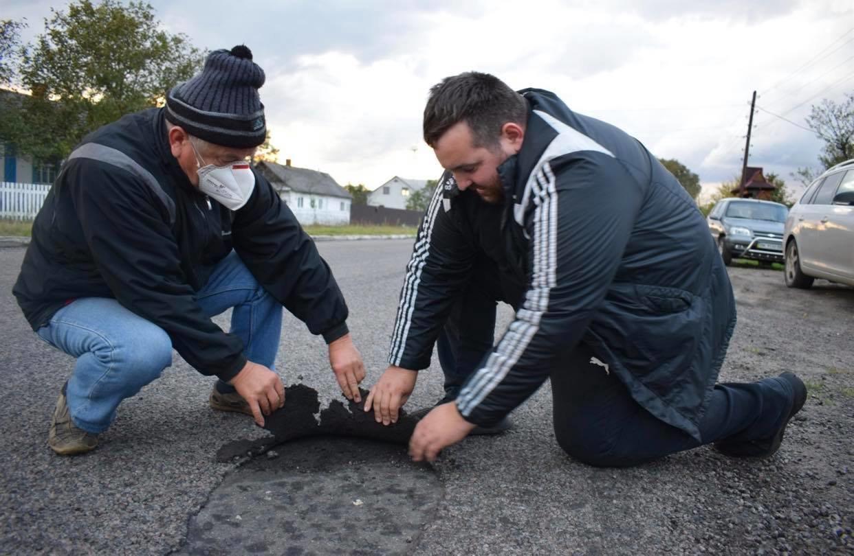 У Володимирці нещодавно відремонтована дорога б'є лобове скло автомобілям (ФОТО, ВІДЕО), фото-3