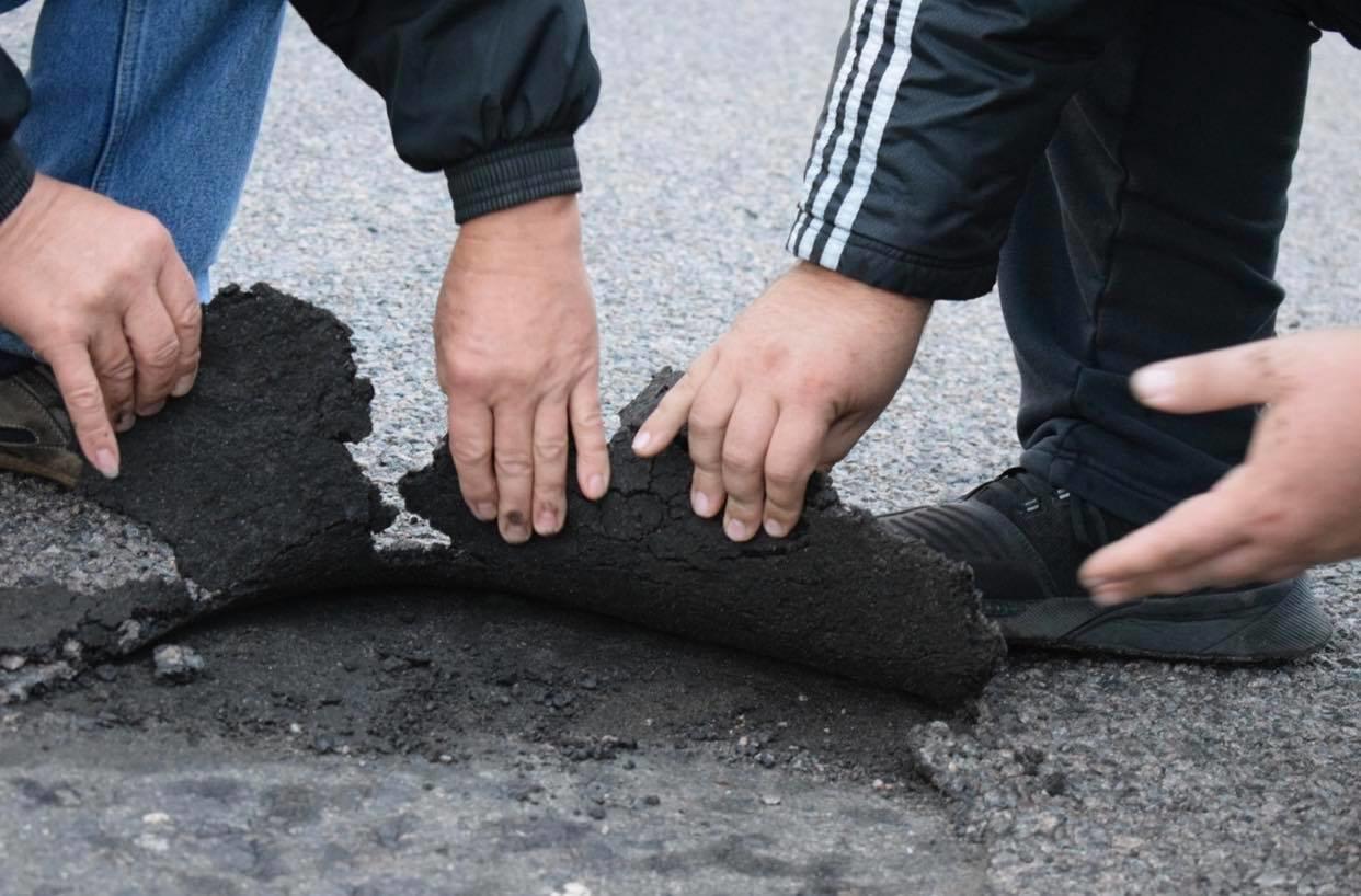 У Володимирці нещодавно відремонтована дорога б'є лобове скло автомобілям (ФОТО, ВІДЕО), фото-6