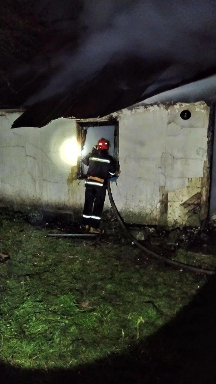 У Володимирці нещодавно відремонтована дорога б'є лобове скло автомобілям (ФОТО, ВІДЕО), фото-8